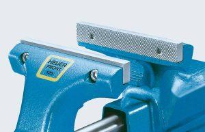 Heuer skruestik 140 mm m/ udskiftlige kæber